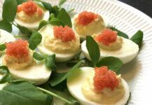 Fyldte æg med stenbiderrogn