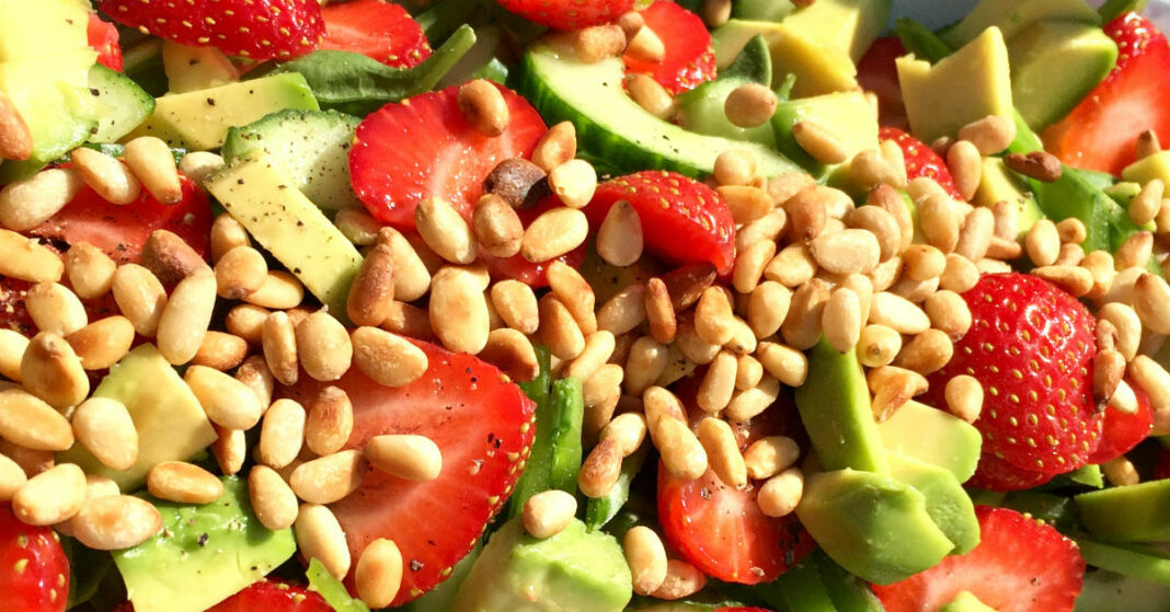 Jordbærsalat sommersalater